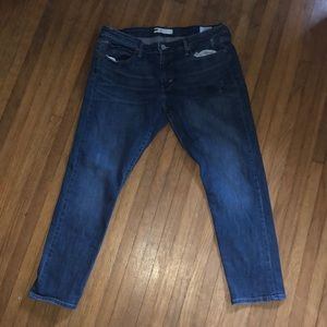 """Levi's 9"""" rise cropped jeans 👖"""